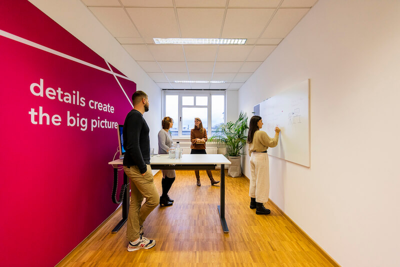 Charismarcom-Team im Office