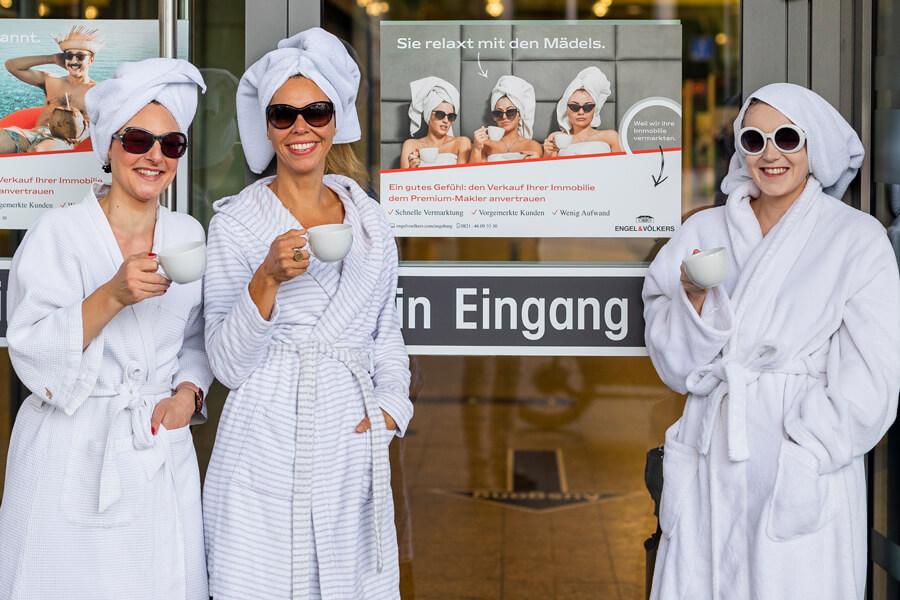 Engel Völkers Bademantel Kampagne